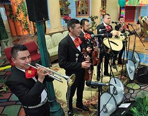 2517-jim-bakker-show-mariachi