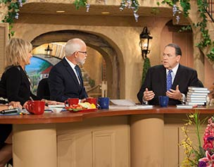2669-jim-bakker-show-mike-huckabee