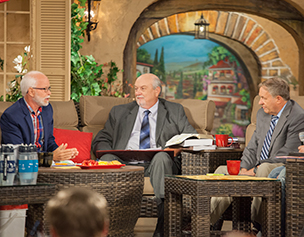 2780-jim-bakker-show-john-shorey-tom-horn