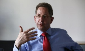 Hans-Georg Maassen from the Federal Office for the Protection of the Constitution (BfV) gestures during an interview in Berlin, Germany, on August 4, 2015. REUTERS / Fabrizio Bensch