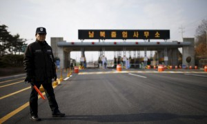 A South Korean security guard stands guard on an empty road which leads to the Kaesong Industrial Complex (KIC) at the South's CIQ (Customs, Immigration and Quarantine), just south of the demilitarised zone separating the two Koreas, in Paju, South Korea, on February 11, 2016. REUTERS / Kim Hong-Ji